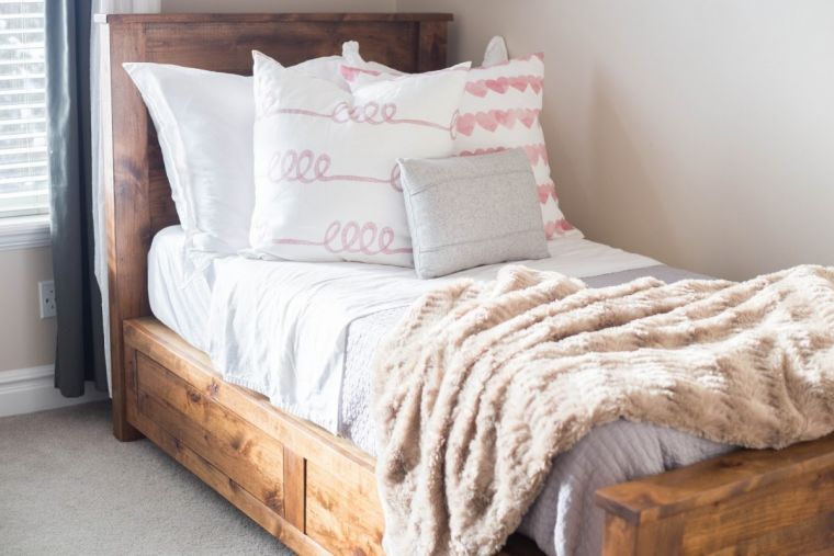 Кровать своими руками - пошаговый мастер-класс как и из чего можно сделать удобную кровать (115 фото)